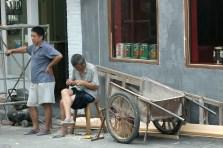 Endnu en kineser der slapper af, det må være velfortjent