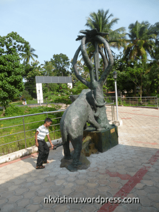 Hrishikesh at Sankar Memorial Cartoon Museum at Kayamkulam, Alappuzha (ഇങ്ങോട്ടു വാ ആനേ...)