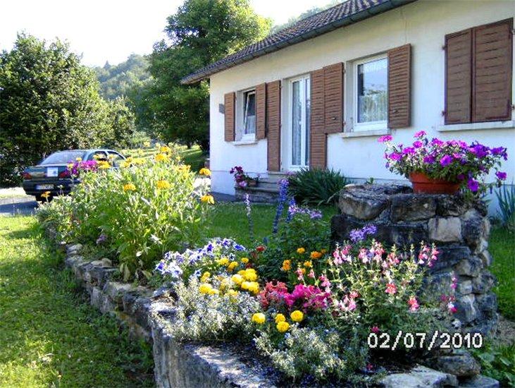 Vakantiehuis Au Jardin Fleuri Herimoncourt  Europa Bed
