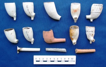 Assorted tobacco pipe fragments
