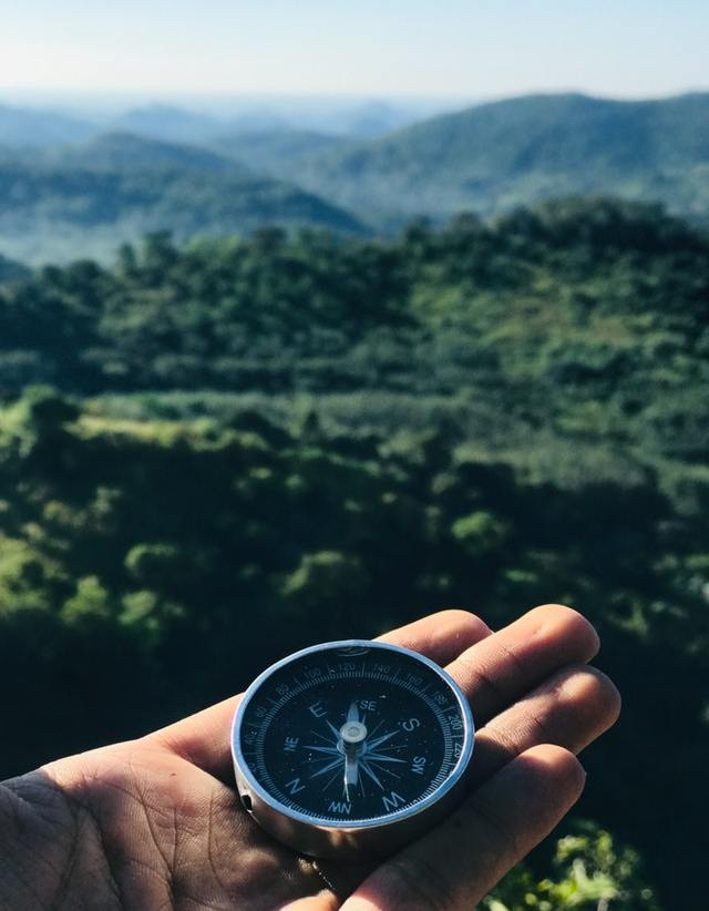 round-grey-and-black-compass-1736222