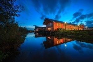 Gelderland, Huissen, Lingewaard, Loovelden, Het Buiten, de blauwe wig, waterpark, woonhuizen, blauwe uur, burgerlijke schemering, blue hour, water, wolken