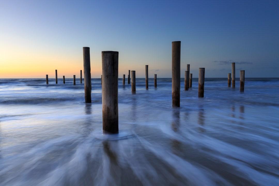 Petten aan Zee, Palen in zee, zeelandschap, sunset, zonsondergang, lange sluitertijd