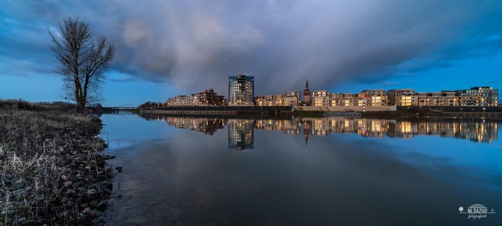 winterse bui, avondfotografie blauwe uur Doesburg