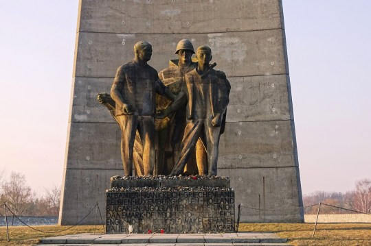 deatail-soviet-monument