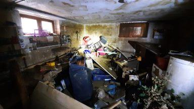 Werkstatt von Flut in 15 Minuten zerstört
