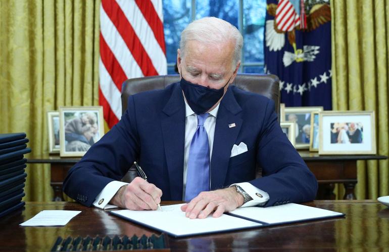 Biden nënshkruan vendim të ri për numrin e pranimit të refugjatëve