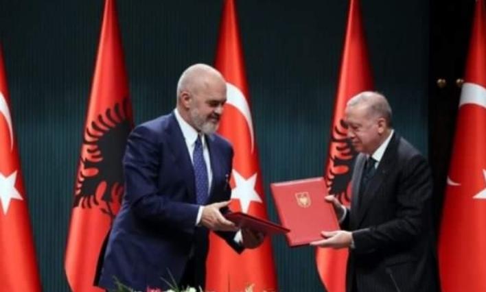 Zyrtare: Gjuha turke lëndë me zgjedhje në shkollat shqiptare, atje do të mësohet shqip