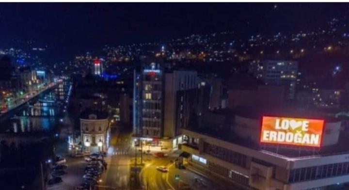 """Billborde me mbishkrim """"Love Erdogan"""" në Ballkan: Ku dhe pse?"""