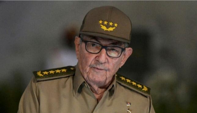 Pas 62 vitesh merr fund dinastia në Kubë? Raul Castro jep dorëheqjen