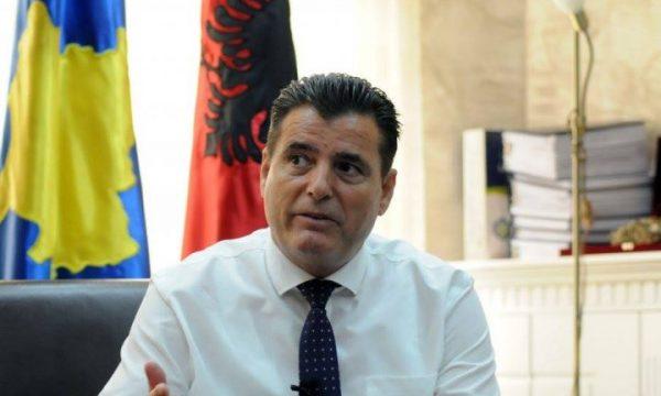 """""""Sa të jem unë drejtor, askush me shami nuk do të punësohet"""", deklarata që e shkarkoi drejtorin e Arsimit në Mitrovicë"""