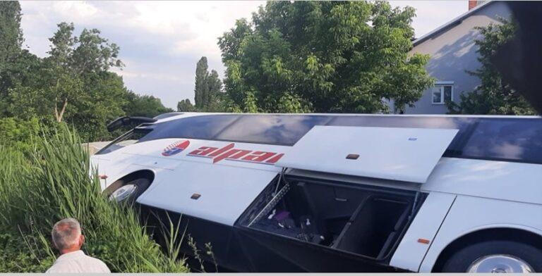 Rrokulliset një autobus në Kumanovë, tre persona të lënduar