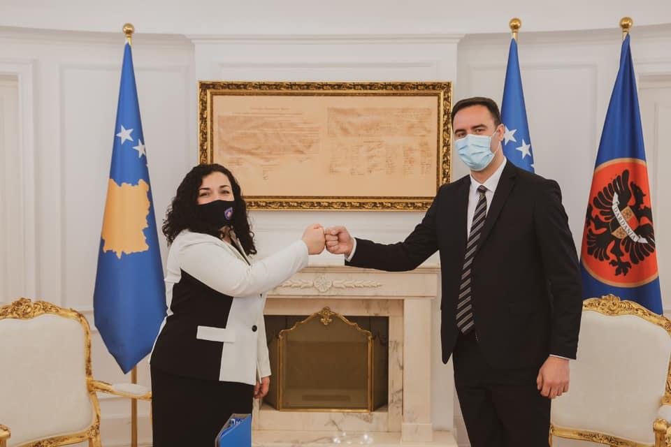 Vaksinohen presidentja Osmani dhe kreu i Kuvendit, Konjufca