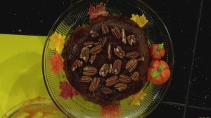 This crockpot pumpkin pecan cake can save oven space