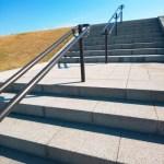 バリアフリー法の「階段」のルール。5分で読める建築物移動等円滑化の基準の参考画像