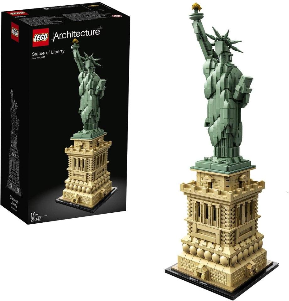 台座から復元されているLEGO(レゴ)アーキテクチャーシリーズ「自由の女神」の参考画像