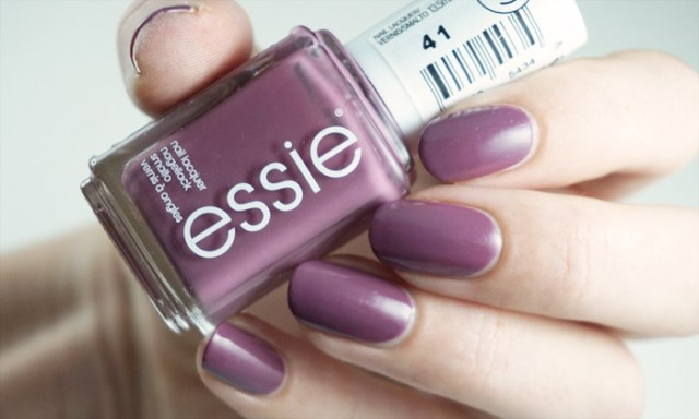 Swatch of the Essie nail polish Island hopping