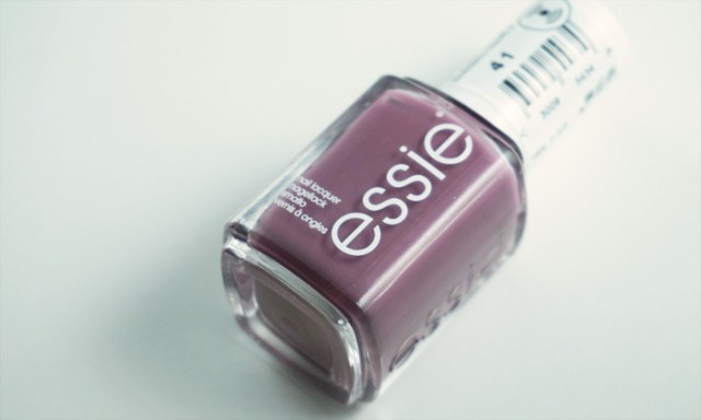 Picture of the bottle of essie island hopping