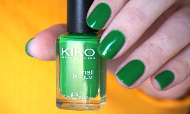 swatch of Kiko 391 grass green, a medium green nail polish