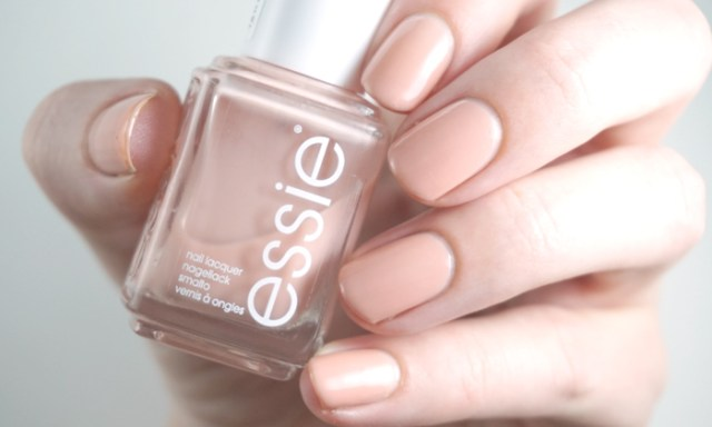 swatches and review of Essie not just a pretty face