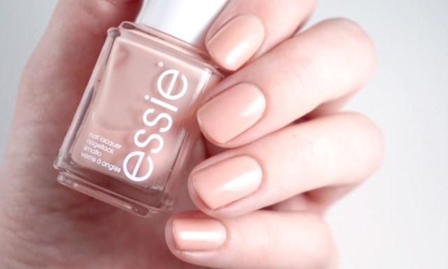 swatch of Essie not just a pretty face