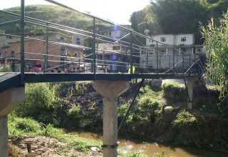Moradores constroem ponte orçada em R$ 2 milhões por Prefeitura com apenas R$ 5 mil