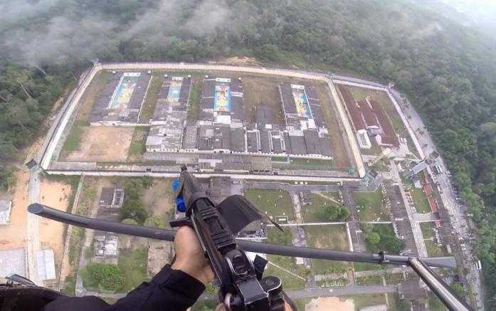 Helicópteros foram usados para monitorar a situação Foto: Divulgação / Graer-PM