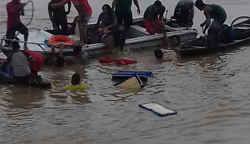Naufrágio ocorreu quando embarcação deixava Porto de Nova Olinda do Norte (Foto : Recebida no Whatsapp)