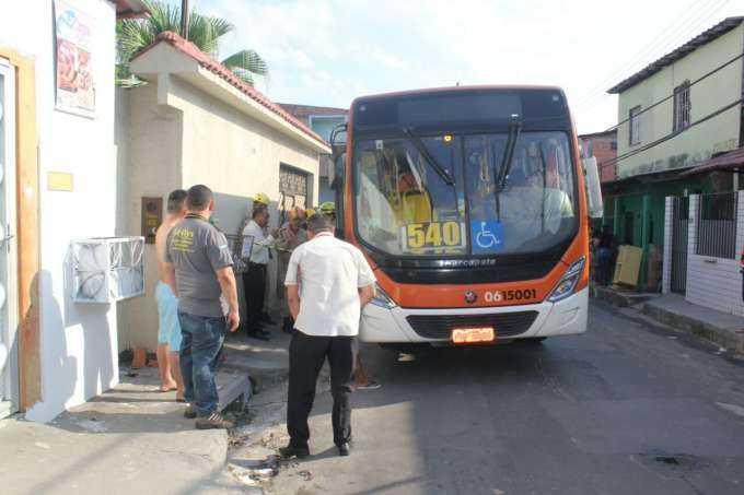 Idosa morre ao ser atropelada por ônibus / Foto : Pedro Braga Jr.