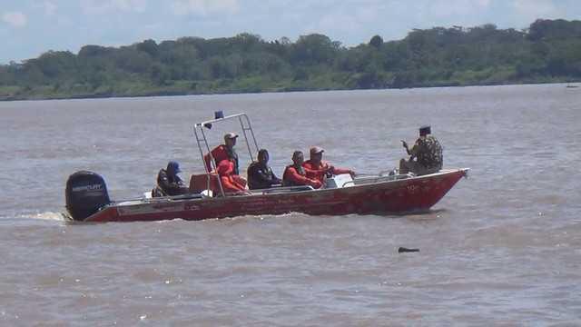 Embarcação afunda no rio Solimões, um homem está desaparecido - Imagem: Rôney Elias
