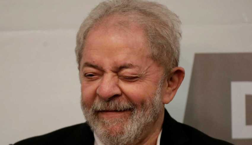 """""""Não é agora que sei o que eu represento para este país, eu sei o que nós fizemos por esse país, eu, a Dilma [Rousseff] e o PT, o Brasil nunca foi tão respeitado"""", emendou ao lado da ex-presidente. / Foto : Divulgação"""