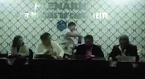 Plenário da Câmara Municipal de Presidente Figueiredo – imagem capturada.