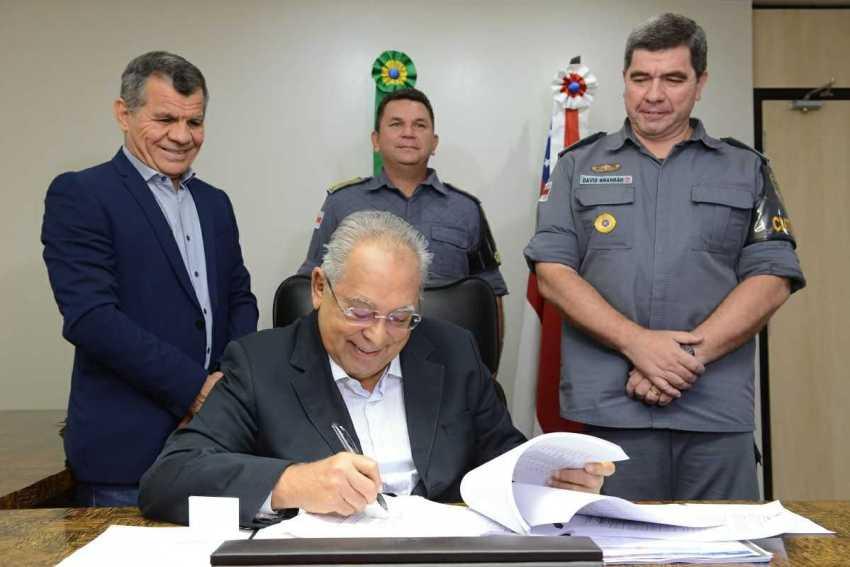 Governador Amazonino Mendes assina promoção de mais 2.096 policiais militares / Foto : Clóvis Miranda