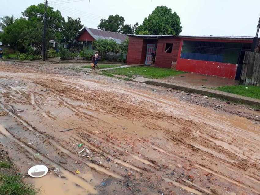 calamidade das ruas do bairro  Agropalm em Benjamin Constant / Foto : Reprodução Facebook