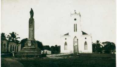 Praça Santa Tereza : [Catedral de Santa Tereza de Ávila] : Tefé, AM - [19--] / Fonte : IBGE