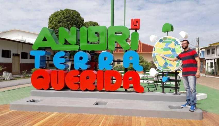 """Letreiro """" Anori Terra Querida """" / Foto : Divulgação"""