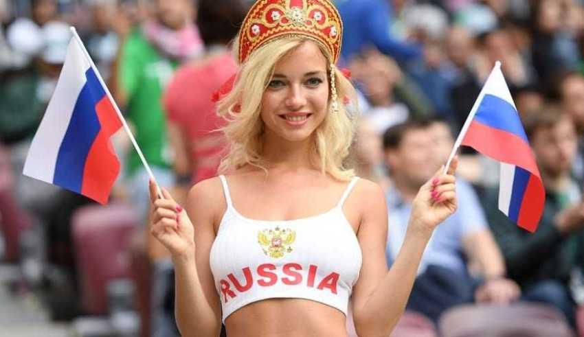 """Mulheres bonitas são """"barradas"""" pela FIFA em transmissão de TV - Imagem: Divulgação"""