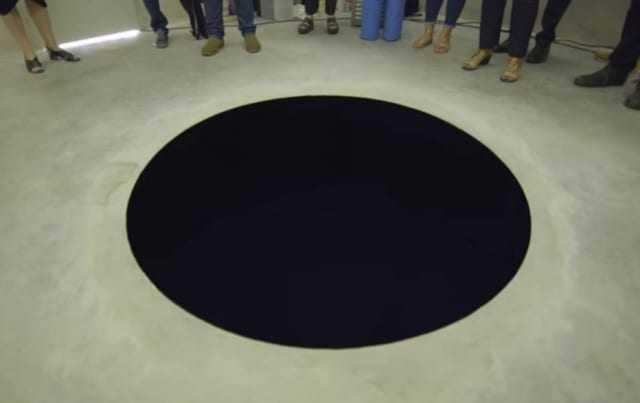 A instalação é um buraco de 2,5 metros de profundidade