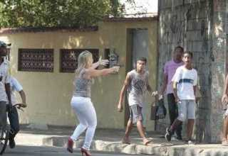 Major com armas em punho, à época da ação Foto: Bruno Gonzalez