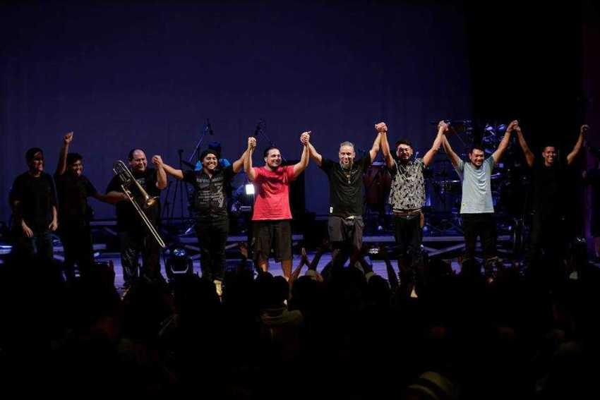A banda realiza show gratuito às 19h desta sexta-feira (14) para o lançamento do DVD. / Foto: Divulgação/Bruno Kelly