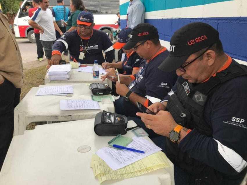 Ao todo, 68 veículos foram removidos, sendo 16 carros e 52 motos, além de 221 autos de infração emitidos contra condutores por diversas irregularidades. / Foto: Divulgação/Detran-AM