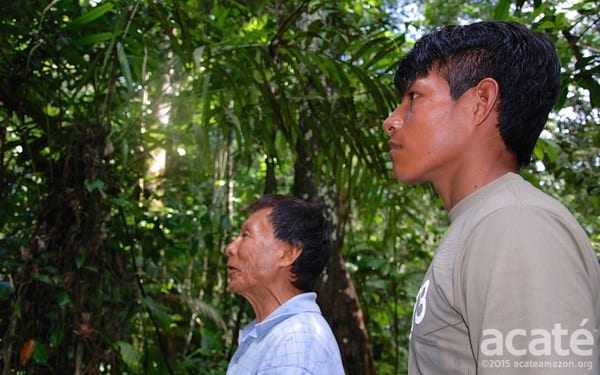 Um xamã e seu aprendiz. Foto: Acaté.