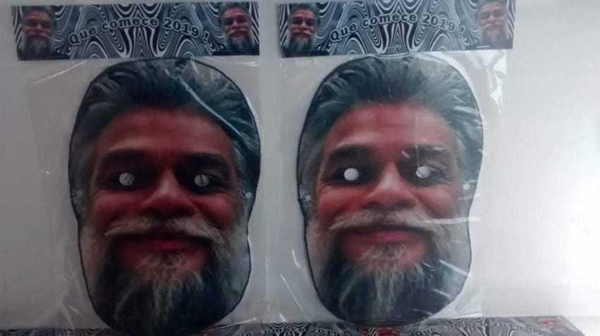 Máscara do ator estão à venda pela internet. / Foto: Reprodução