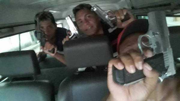 As imagens foram encontradas nas galerias dos celulares de integrantes da FDN   Foto: Divulgação