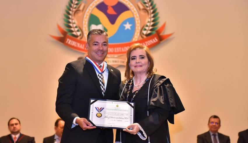Josué recebe no TCE Colar do Mérito de Contas pela justa aplicação dos recursos públicos / Foto : Joel Arthus