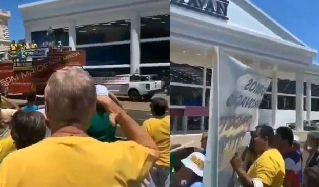 """""""Essa é pra você, Gilmar Mendes!"""" gritam manifestantes em frente a uma estátua da loja Havan"""
