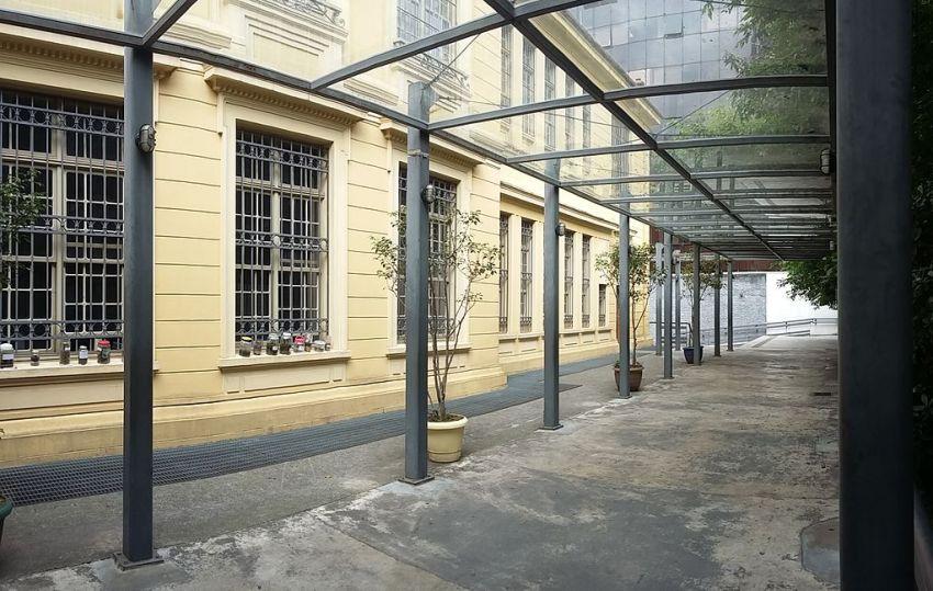 Área externa da Escola Estadual Rodrigues Alves, em São Paulo (SP), Brasil / Foto : Caroline Oliveira