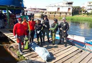 Equipe da Base Arpão localiza corpo de homem que se afogou após pular de flutuante