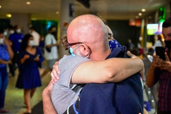 Recuperados da Covid-19: nove pacientes, tratados em Belém, Vitória, Uberaba e Recife, retornam a Manaus / Foto : Mauro Neto/Faar