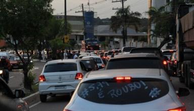 Vereador Rodrigo Guedes participa da maior manifestação de motoristas de Manaus / Foto: Michell Mello